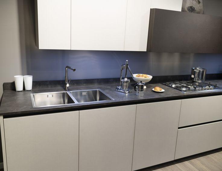Oltre 25 fantastiche idee su piani di lavoro cucina su pinterest granito cucina bancone di - Vernici lavabili per cucina ...