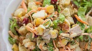 Reteta de Salata cu piept de pui si crutoane