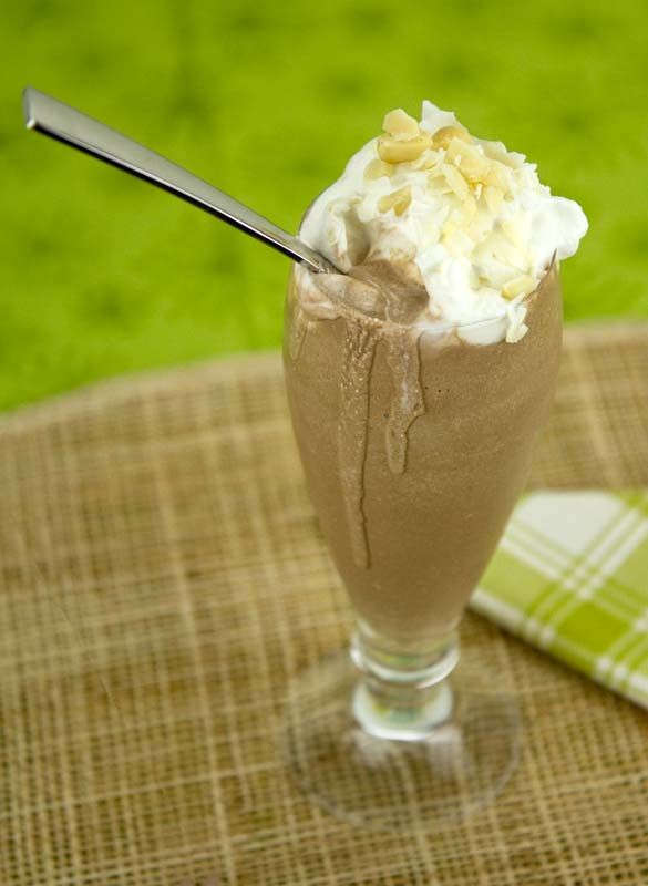 Coconut-Cocoa-Macadamia Smoothie / @DJ Foodie / DJFoodie.com