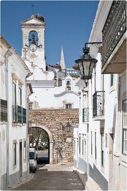 Feel the heat in the lovely Old Town in #Faro, Algarve - Portugal