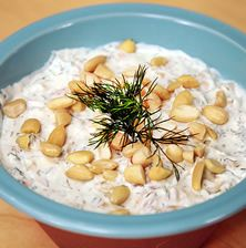 Μια από τις πιο δροσερές σαλάτες του καλοκαιριού η οποία ταιριάζει με κρεατικά στη σχάρα