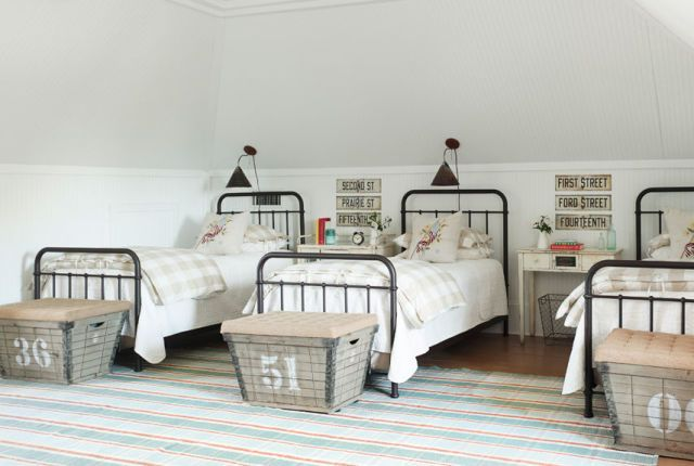 Sophisticated bunkroom inspiration—we like the wire baskets-turned-luggage racks. Via Country Living