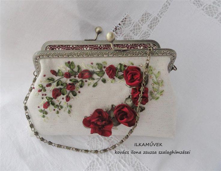 Vörös rózsás kistáska