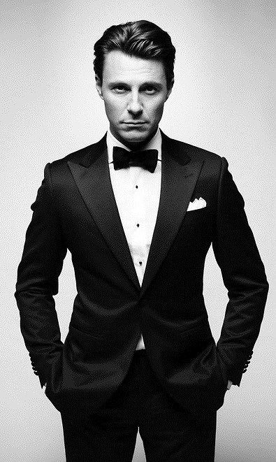 Dapper look in Classy black tuxedo for men