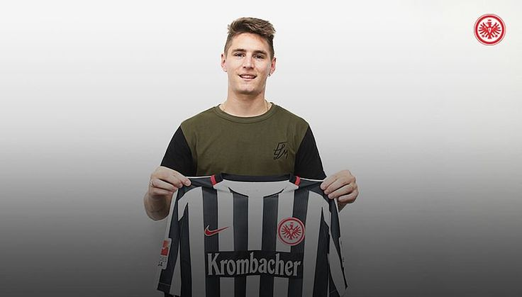 Guillermo Varela signs with Frankfurt from Manchester United