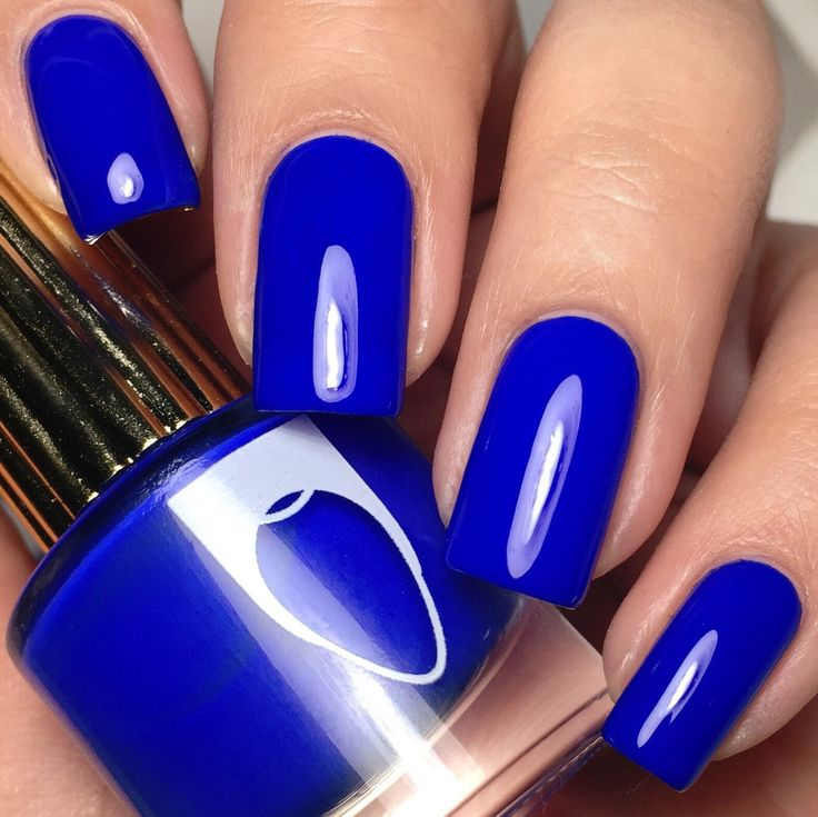 This brilliant bright blue creme nail polish will give your nails authority over all the sailors.