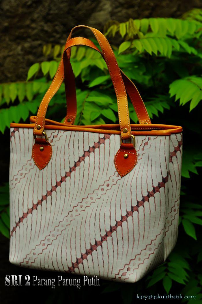 Sri 2 Parang Parung Putih ( Tas Kulit Batik ) by Karyatasku