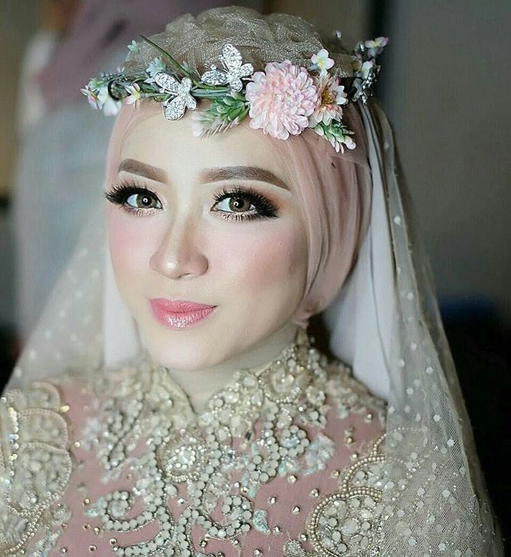 Jatuh cinta sama makeup yang satu ini? Yes, we are fallin love too. Double tap now!  Makeup. @radenannisabrides  Courtesy. @radenannisabrides  #wedding #bride #weddingday #makeup #makeupartist #mua #weddingmakeup #makeupphotoshoot #bridemakeup #weddingstylist #weddinginspirations #bridallook #pernikahan #riaspengantin #pengantinhijab #pengantinmuslim #thewedding #makeuppengantin #belladonnagroup #theweddingid http://gelinshop.com/ipost/1523906653345520772/?code=BUmAQb3g5yE