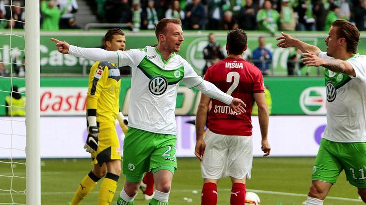 Bundesligist VfL Wolfsburg hat sich mit einem Sieg in die Sommerpause verabschiedet. Das Team von Trainer Dieter Hecking besiegelte beim 3:1-Erfolg den Abstieg des VfB Stuttgart.