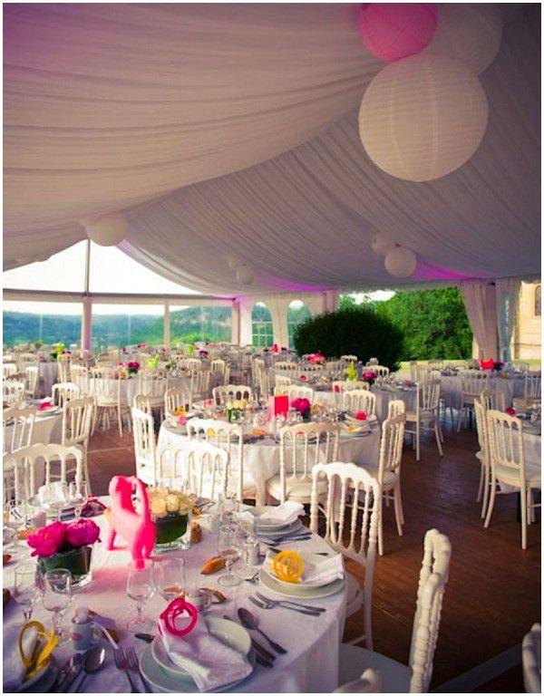neon wedding theme | Image by Delahaye & Delahaye #weddings #retro