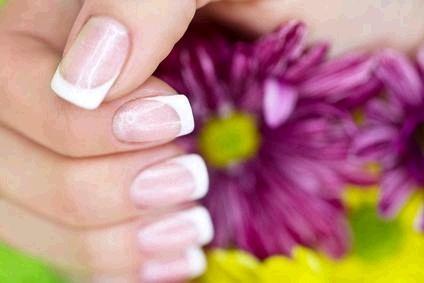 Coiffure Mixte, Stylisme d'ongles, Extensions de cheveux et de cils. Formations stylisme d'ongles, Gel UV, Résine, Nail Art. Massage bien-être. Prestations à domicile.