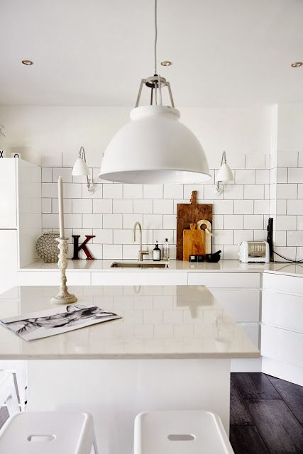 White subway tiles / black grout / matte white pendant -- IngerJohanna