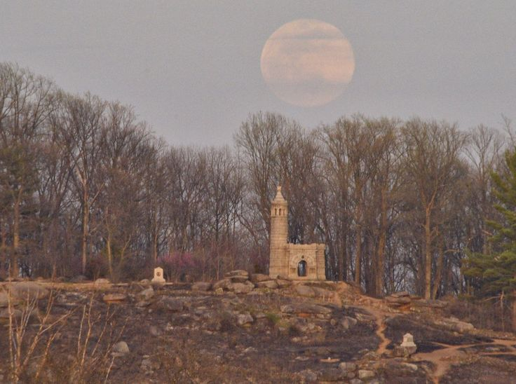 James Spann (@spann) | Twitter  Moon rising over Little Round Top & NY monument at #GettysburgNPS