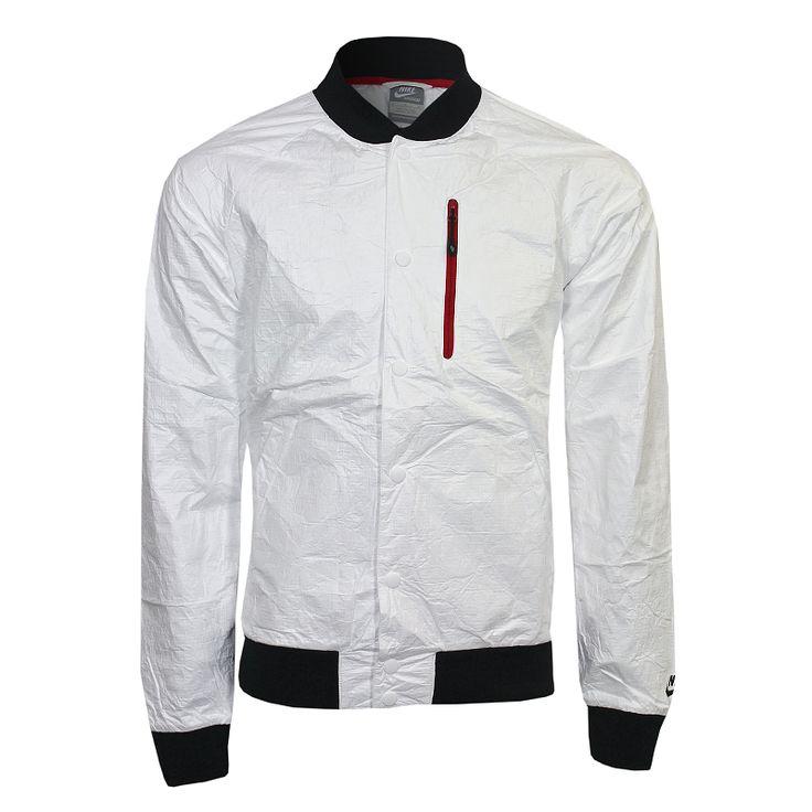 Cazadora NIKe para hombre disponible en http://shop.mayorista.es/INTUERI/product.cfm/:var:FKT:product:CALLER:shop:soid:8547487