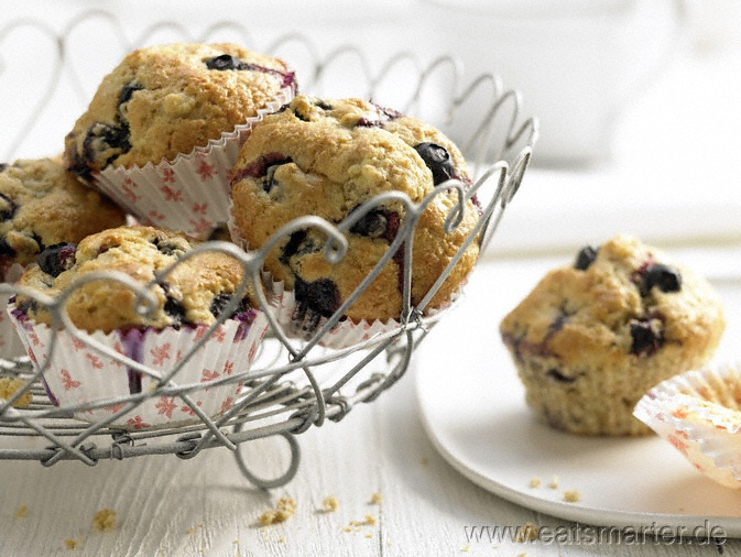 Heidelbeer-Bananen-Muffins - smarter - mit Weizenkleie.  Kalorien: 159 kcal   Zeit: 25 min. #baking