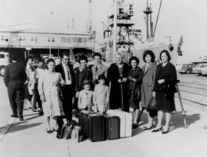 Newly arrived migrants from Italy on Station Pier, Melbourne after having disembarked the Patris.