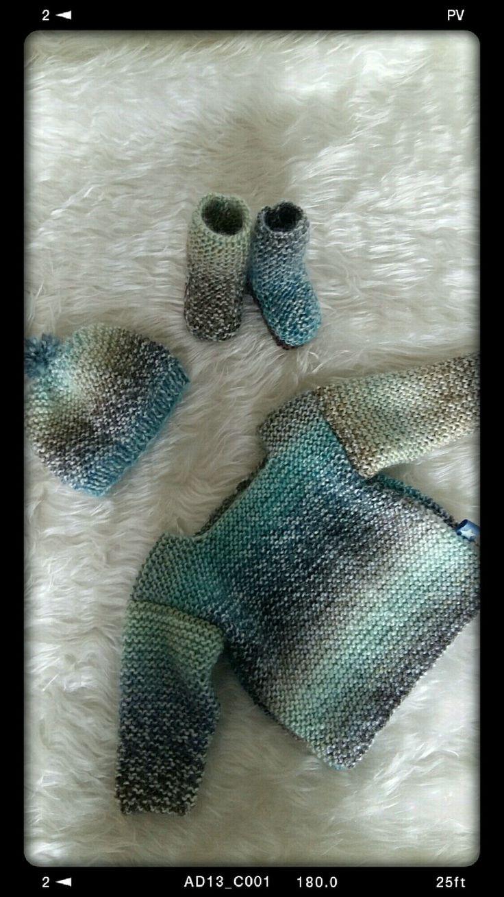 Ensemble trousseau layette en laine pour bébé