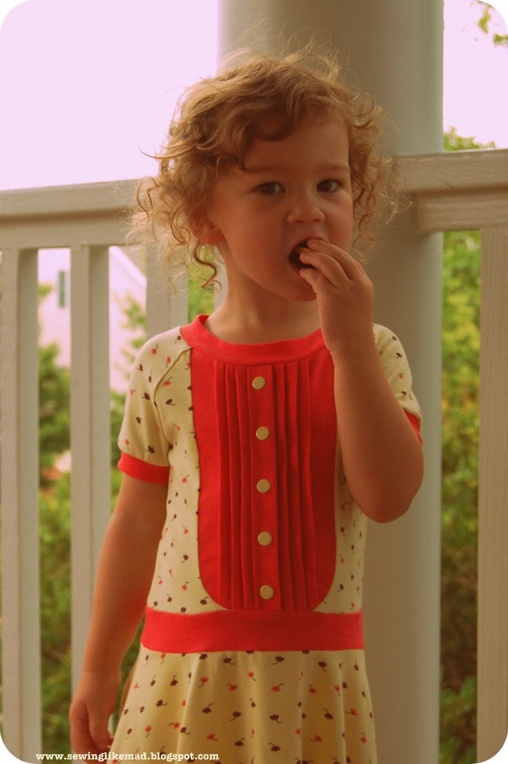 Sewing Like Mad: Jersey Dress with a Vintage Feel.