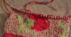 Jatka sukkaa B neulomalla 19 kerrosta värillä, jonka poimit lempikukkasestasi. Tässä voi jälleen halutessaan myös puuhastella kirjoneuleen ...