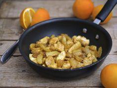 I bocconcini di pollo e finocchi all'arancia sono un semplice e profumato piatto unico.