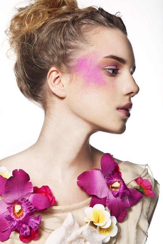 via tumblrColors Flower, Makeup Inspiration, Medium Hair, Beautiful Hair, Fashion Photography, Beautiful Orchids, Flower Girls, Pink Dust, Pattern Fashion
