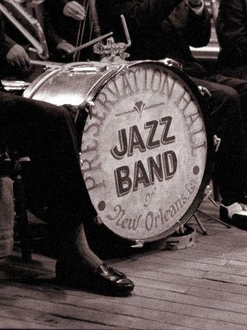 En noviembre de 2011, durante la Conferencia General de la UNESCO, la comunidad internacional proclamó el 30 de abril como el Día Internacional del Jazz. Esta jornada tiene como objetivo sensibilizar al público general sobre las virtudes de la música jazz como herramienta educativa y como motor para la paz, la unidad, el diálogo y el refuerzo de la cooperación entre pueblos.