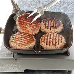 Μια κλασική συνταγή  Υλικά: 1 κιλό κιμάς μοσχαρίσιος με λίπος γύρω στο 20%, όπως κιλότο, λάπα, σπάλα, 2 αβγά, 2 ντομάτες μέτριες χωρίς φλούδες και σ...