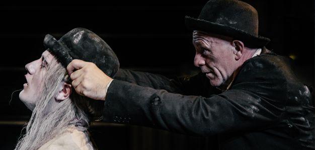 A peça irlandesa do escritor Samuel Beckett, Esperando Godot, chega ao CCBB RJ entre os dias 11 e 13 de setembro de 2015.