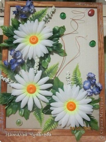 Фото: коллаж из искусственных цветов