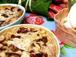 Rabarber Clafouti - en fransk äggakaka. Recept av Leila Lindholm.