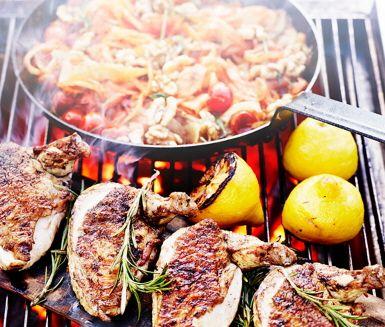 Recept: Grillat kycklingbröst med fänkål, tomat och rosmarin