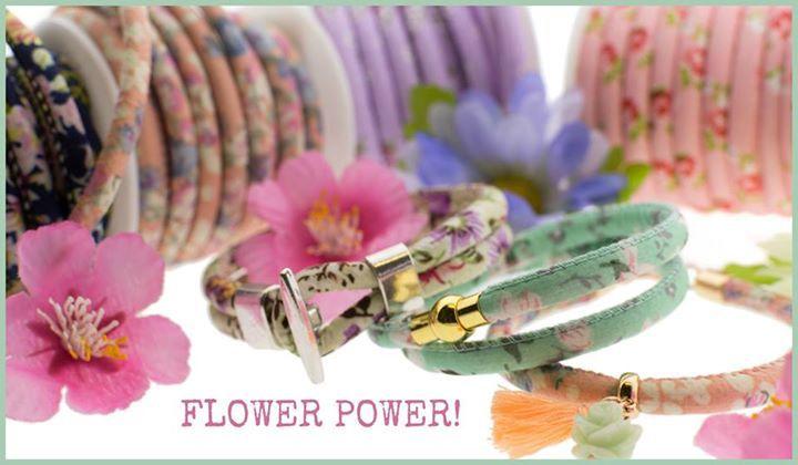 Flower bracelet DIY