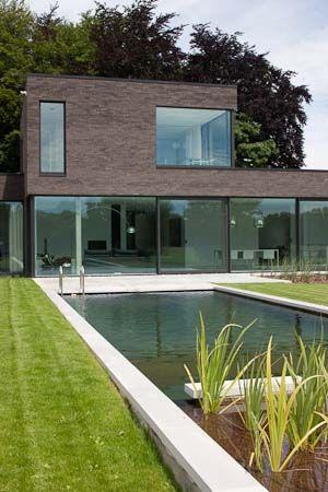 eva : mooie gevelsteen en mooi ontwerp //squared+: Woning te Overijse