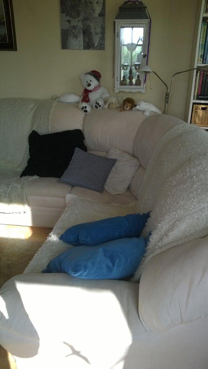 Huiskamer, grote witte hoekbank. Kan variëren met kleur d.m.v. kussens en accessoires