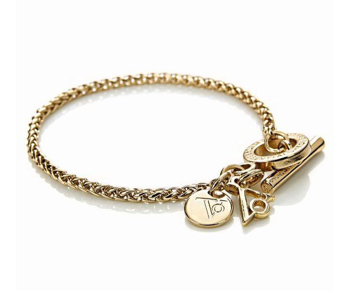 Als wunderschönes Accessoire stellt sich unser stylisches Armband mit auffäligen Knebelverschluss und Logoanhänger in angesagtem Light Gold heraus. #Armband #Schmuck #Accessoires #Lightgold #Impressionenversand