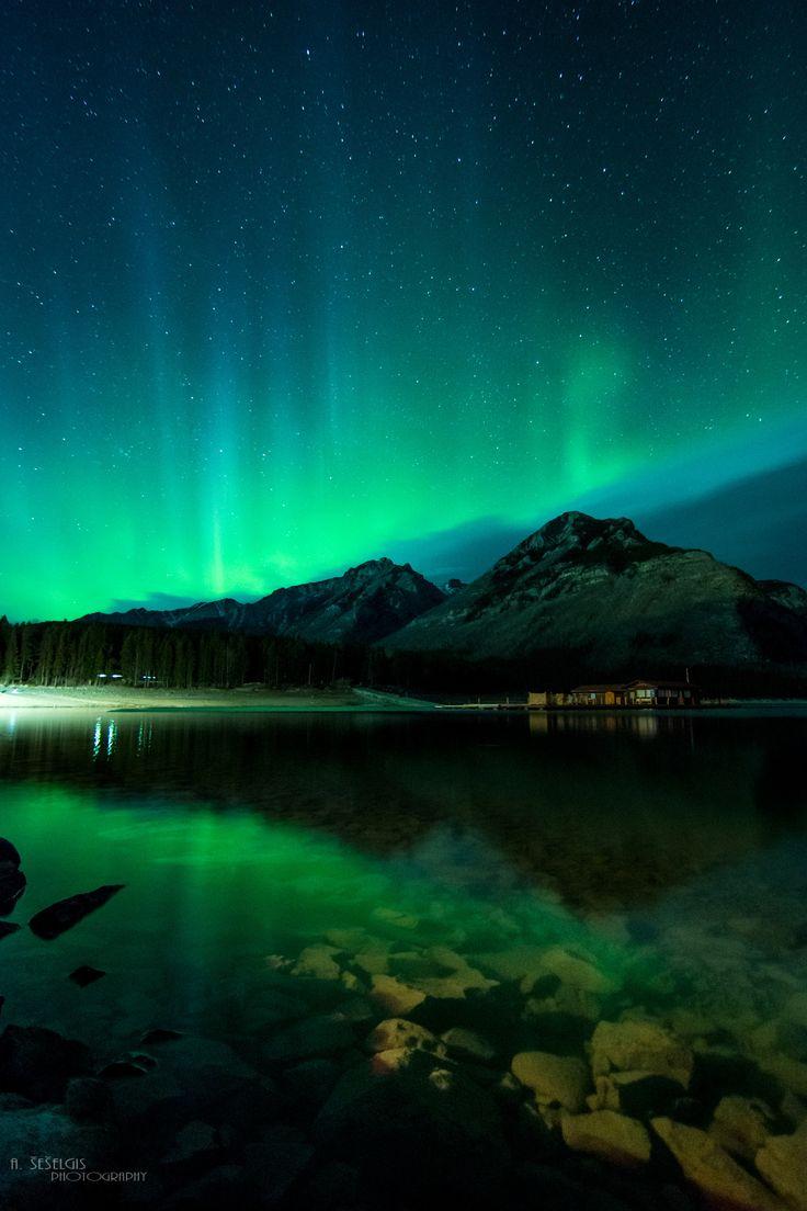 Northern light show - Shot taken at Lake Minnewanka, Banff, Canada, 04/13.