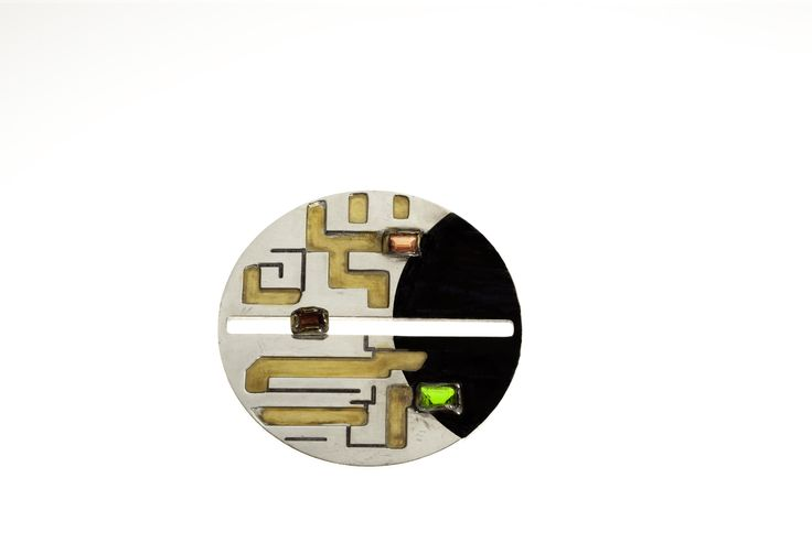 """""""Life and Death"""" brooch by Gabriela Secarea - Contemporary jewelry application for Taboo Exhibition 2014"""