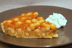 La tarte aux noix de macadamia est une délicieuse variation sur la tarte aux noix de pécan. Une recette authentique des îles Marshall.