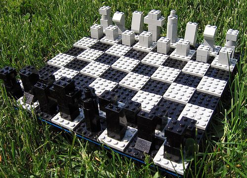 ¡Con este tablero de Lego seguro que las piezas no se pierden durante la partida!