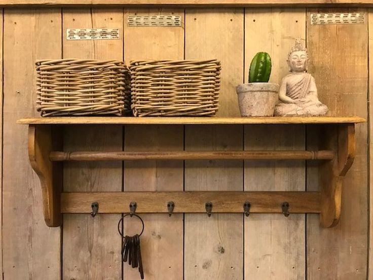 Mooie grote houten kapstok met 6 haakjes  Breedte 90  Hoogte 35  Diepte 20  Voor meer info www.zuzzenzowonen.nl
