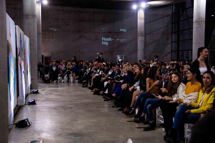 Moda y arte se fusionaron en el Centro Cultural Córdoba, en el mega evento organizado por #RenzoRainero para presentar las tendencias de esta temporada. Con la presencia de las top models Dafne Cejas y Carla Gebhart, más de 500 personas disfrutaron de una puesta única, con la exquisita música de Callia y la intervención artística de Mariano Cuestas.