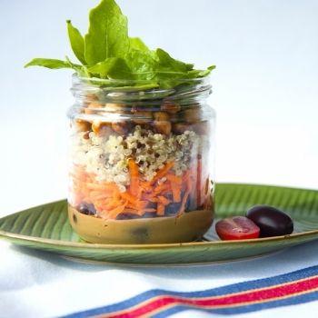 Bote ensalada de quinoa real con garbanzos tostados, rúcula y salsa de miso y lima