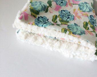 Les filles plaid bébé poussette rose Floral / doudou par Babiease