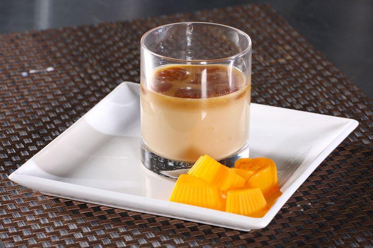 Para las tardes de calor, un refrescante café helado, es la solución.