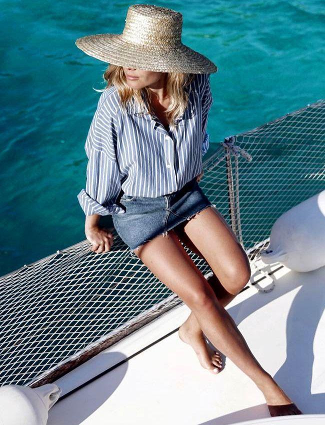La chemise rayée, ou comment chiciser un look estival casual (photo Jessie Bush)