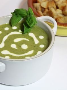 Vegan Zucchini Lemon & Basil soup - Healthy soup with lots of veggies!