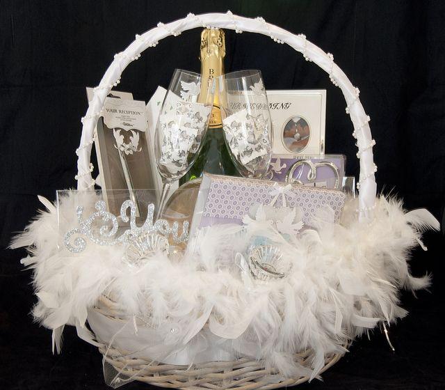 Wedding Gift Basket Ideas: 1000+ Ideas About Wedding Gift Baskets On Pinterest