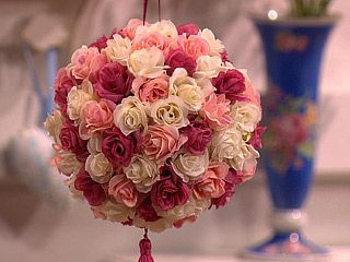 Este móbile de flores é lindo e ótima opção para presente ou renda extra (Foto: Divulgação)