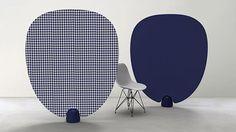 Paon est un paravent conçu par Piergil Fourquié et édité par La Galerie Gosserez. Composé de tissu ou de cuir tendu sur une armature et d'un plot en béton, il évoque un éventail démesuré, à la forme douce et arrondie. Avec son faible encombrement au sol, il est facilement déplaçable et combinable avec d'autres, permettant ainsi de un cloisonnement léger de l'espace, par touches colorées.