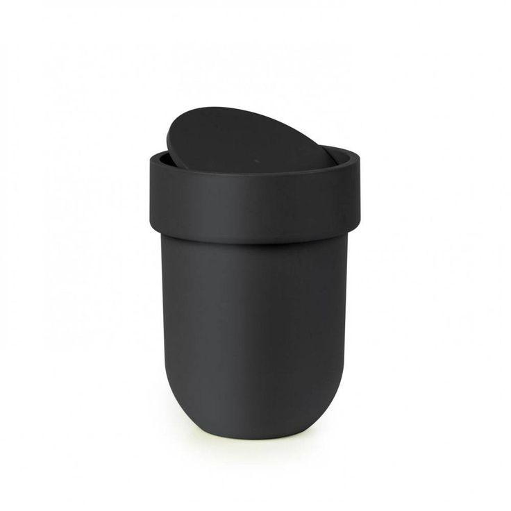 Zwart prullenbakje mat zwart uit de Umbra Touch serie. Door zijn compacte uitvoering ideaal voor toilet of badkamer. Bekijk de hele Touch serie!<br /> Afmetingen : 19 x 19 x 25.4 cm - De Tafel Van 10 (online) woonwinkel